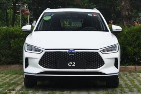 售8.98-11.98万元 比亚迪e2纯电动两厢车上市