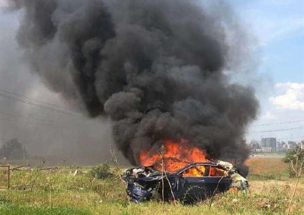 特斯拉Model 3自动提速 刹车失灵后碰撞起火!现场火光冲天