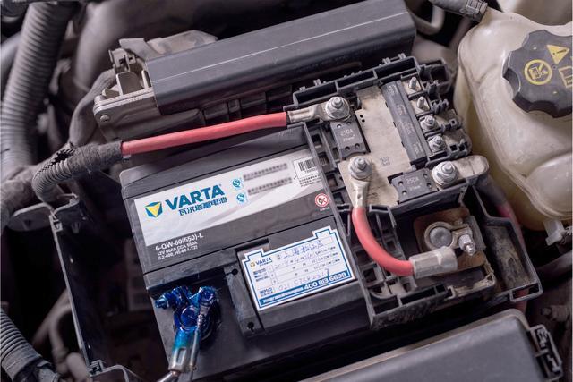"""蓄电池居然会长""""毛""""!梅雨季,我们如何保养爱车?"""