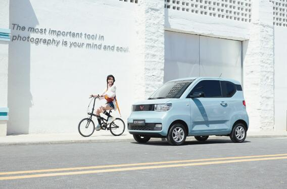 宏光MINI EV开辟全新细分市场,人民代步车破局疫后出行新时代