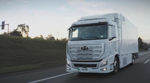 现代汽车全面拓展氢燃料电池卡车业务 全球首款量产氢燃料电池重卡XCIENT Fuel Cell交付欧洲当地企业