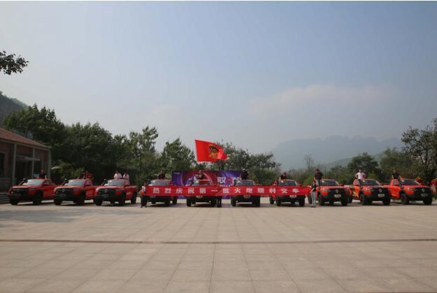 全国第一批火炮交车 出征阿拉善英雄会